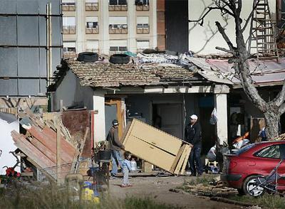 Desalojada en castell n una alquer a ocupada por rumanos for Kiosko alqueria