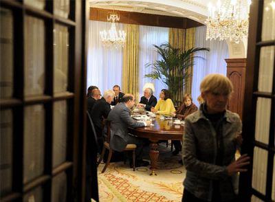 Última reunión del Gobierno tripartito vasco (PNV-EA-EB) presidido por Juan José Ibarretxe.