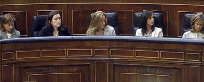 De izquierda a derecha, las ministras Elena Espinosa, Ángeles González-Sinde, Trinidad Jiménez, Beatriz Corredor, Cristina Garmendia y Bibiana Aído.