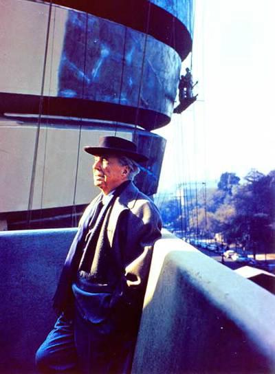 Frank Lloyd Wright, durante la construcción del Museo Guggenheim de Nueva York, en 1959, poco antes de morir sin que pudiera llegar a inaugurar el museo.