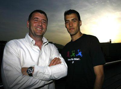 Carles Busquets y su hijo Sergio, tras la conversación del pasado miércoles en la Ciudad Deportiva Joan Gamper