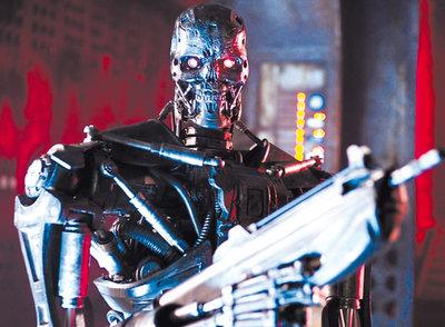 La sonrisa congelada no engaña: el T-800, que en  Terminator salvation  se presenta en auténticos ejércitos, dispuesto a exterminar a la raza humana.