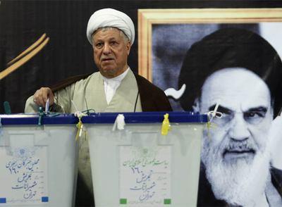 Alí Akbar Hashemí Rafsanyaní, en el momento de depositar su voto el pasado día 12.