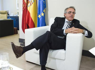 El presidente de Navarra, Miguel Sanz (UPN), en un momento de la entrevista.