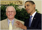 Obama honra a los tres héroes del 'Apollo 11'