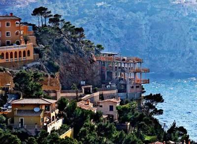 La segunda residencia es la que más está notando la caída de ventas. En la foto, la cala de Moragues,  Andratx (Baleares).