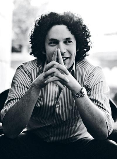 El músico Gustavo Dudamel dirigirá, a partir de septiembre, la Orquesta Sinfónica de Los Ángeles
