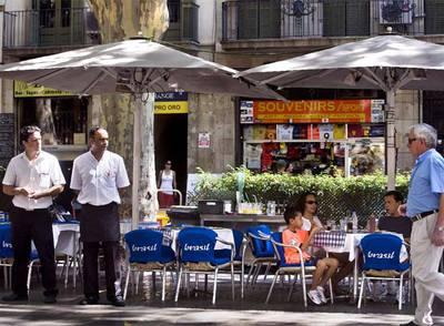 Una terraza semivacía en las Ramblas de Barcelona el pasado miércoles 5 de agosto.