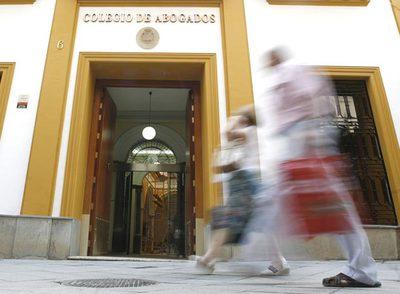 Inscribirse en el Colegio de Abogados es obligatorio, pero sencillo. Hay que pagar 1.000 euros, asistir a una charla y suscribirse a la revista.