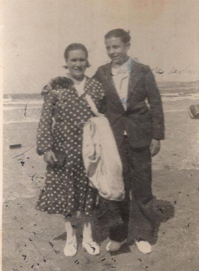 María, maestra fusilada en 1936, y su único hijo, Laurentino.