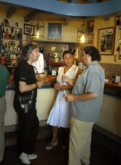Moraíto (izquierda), guitarrista, Macanita y Joaquín el Zambo (cantaores) en Arco de Santiago