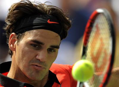Roger Federer, durante su partido de ayer contra Devin Britton.
