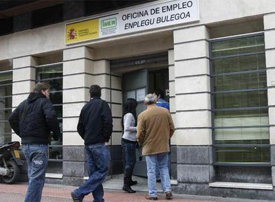 El gobierno vasco asumir casi la mitad de los empleados for Horario oficina inem madrid