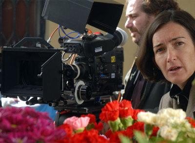 La actual ministra de Cultura, Ángeles González-Sinde, en su faceta de directora, durante el rodaje de su película  Una palabra tuya.