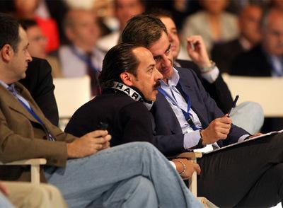 Álvaro Pérez, con Ricardo Costa en el congreso del PP valenciano en 2008. A la izquierda, el secretario de Organización, David Serra.