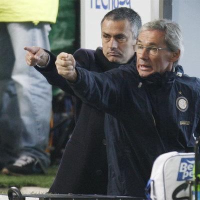 Beppe Baresi (a la derecha), ahora asistente del Inter, junto a su técnico, José Mourinho.