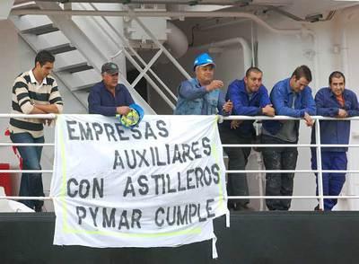 Los trabajadores de los astilleros de Huelva retienen un buque