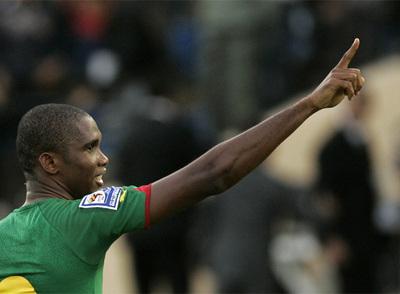 Eto'o festeja su gol a Marruecos.