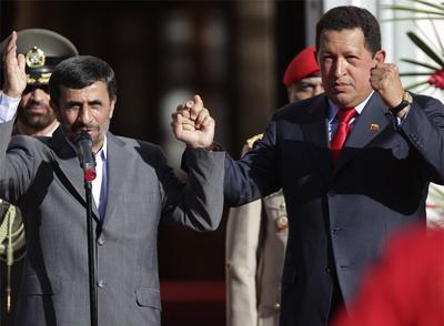 Los presidentes de Irán, Mahmud Ahmadineyad (izquierda), y Venezuela, Hugo Chávez, ayer en el Palacio de Miraflores, en Caracas.