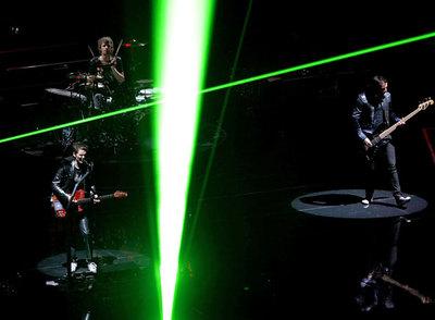 El grupo inglés Muse, en un momento de su concierto ayer en Madrid.