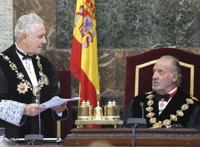 El presidente del Tribunal Supremo, Carlos Dívar, y el rey don Juan Carlos, durante la apertura del año judicial.