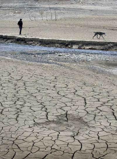Imagen de marzo de 2008 del pantano de la Baells (Barcelona), que almacena agua del río Llobregat.