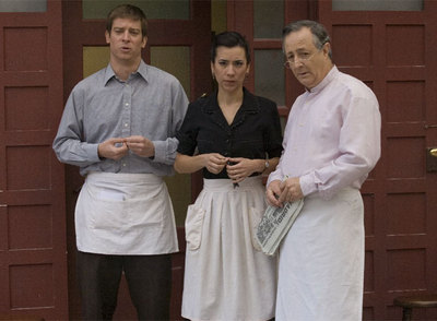 Tres de los personajes de la serie  Amar en tiempos revueltos .