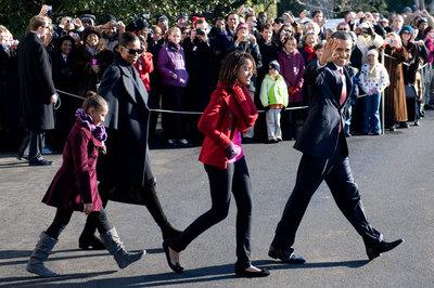 El presidente de EE UU, Barack Obama, sale de la Casa Blanca el jueves para pasar las vacaciones de Navidad en Hawai.