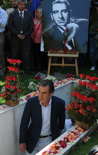 Eduardo Frei, hijo del difunto presidente, durante su visita al cementerio de Santiago para rendirle homenaje el pasado día 8.