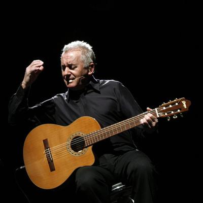 Víctor Manuel conmovió  al público con el espectáculo  Vivir para cantarlo .