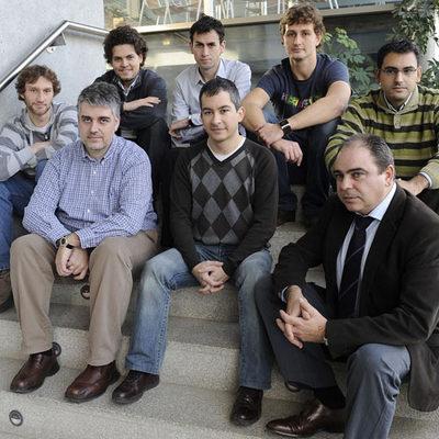 José Manuel Alonso, segundo por la izquierda, y su equipo en la fundación CTIC.
