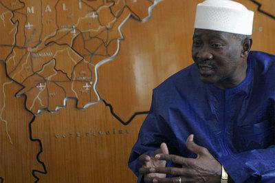 El presidente de Malí, Amadou Toumani Touré, durante una entrevista en Bamako en 2007.