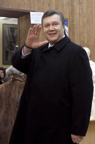 Víctor Yanukóvich, tras votar en Kiev.