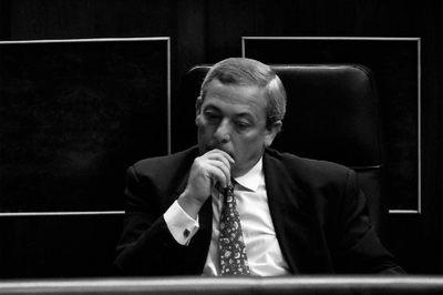 Carlos Solchaga, en 1992, cuando era ministro de Economía y Finanzas, en su escaño del Congreso de los Diputados.