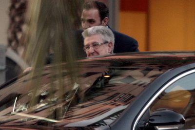 Vicente Sanz, en el momento de acceder a su coche oficial, en una imagen reciente.