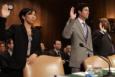 La vicepresidenta de Google, Nicole Wong, con representantes de Yahoo, Human Rights Watch y Cisco en el Senado de EE UU.