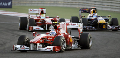 de su compañero en Ferrari, Felipe Massa, que supera también al Red Bull de Vettel.