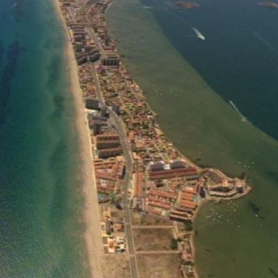 Imágenes aéreas de los excesos urbanísticos del Mar Menor