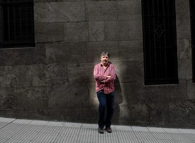 Sergio Olguín (Buenos Aires, 1967) publica  Oscura monótona sangre.