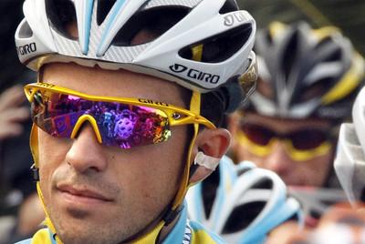 Contador, en la salida de la etapa matinal. A su espalda, Armstrong.