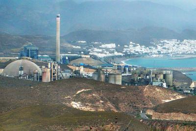 La central térmica de Carboneras, en Almería, fertilizará microalgas con parte del CO2 que emite.
