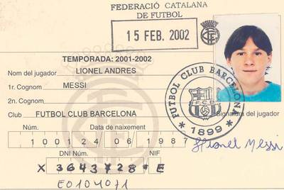 Ficha federativa de Messi correspondiente a 2002.