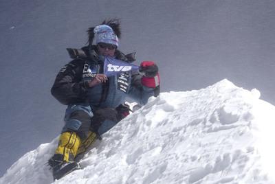 Edurne Pasaban, en la cima del Annapurna, el decimotercer  ochomil  que corona.