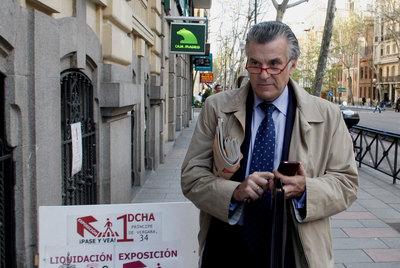 El ex senador Luis Bárcenas, ayer por la tarde llegando a su domicilio en Madrid.