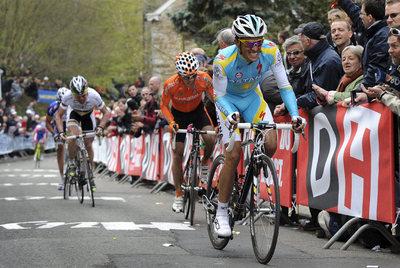 Contador supera a Anton en Huy, mientras por detrás se ve a Evans y Purito, que le pasarán.