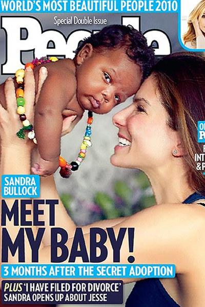 Sandra Bullock, con su hijo en la portada de  People.