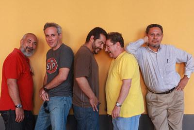De izquierda a derecha, Leonardo Padura, Pedro Cabiya, Mario Mendoza, Paco Ignacio Taibo II y Élmer Mendoza, en el Festival de la Palabra de San Juan de Puerto Rico.