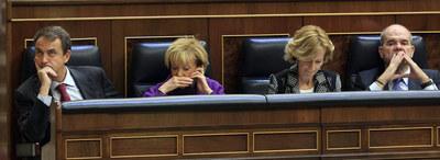 Zapatero y sus tres vicepresidentes, Fernández de la Vega, Salgado y Chaves, durante el pleno del Congreso.