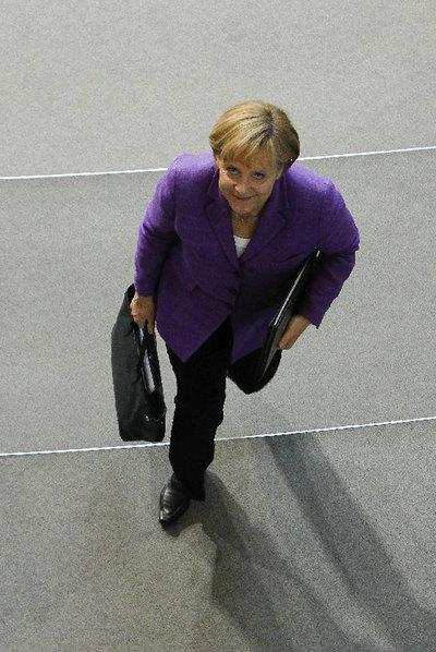 Merkel, a la salida del Parlamento alemán tras el debate sobre el rescate del euro.