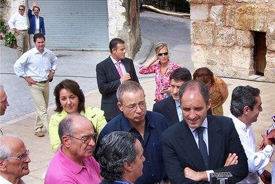 Javier Varela, en el centro, junto a Camps y otros cargos del PP, en Casa Altas, en septiembre de 2006. Al fondo, levantando la mano, Álvaro Pérez.